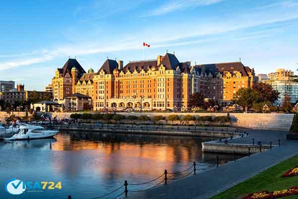خرید هتل در کانادا
