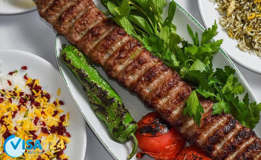 گیلانه یکی از معروف ترین رستوران های ایرانی در کانادا
