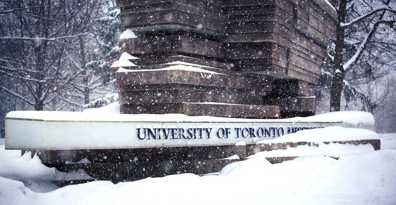زمستان در دانشگاه تورنتو کانادا toronto in winter