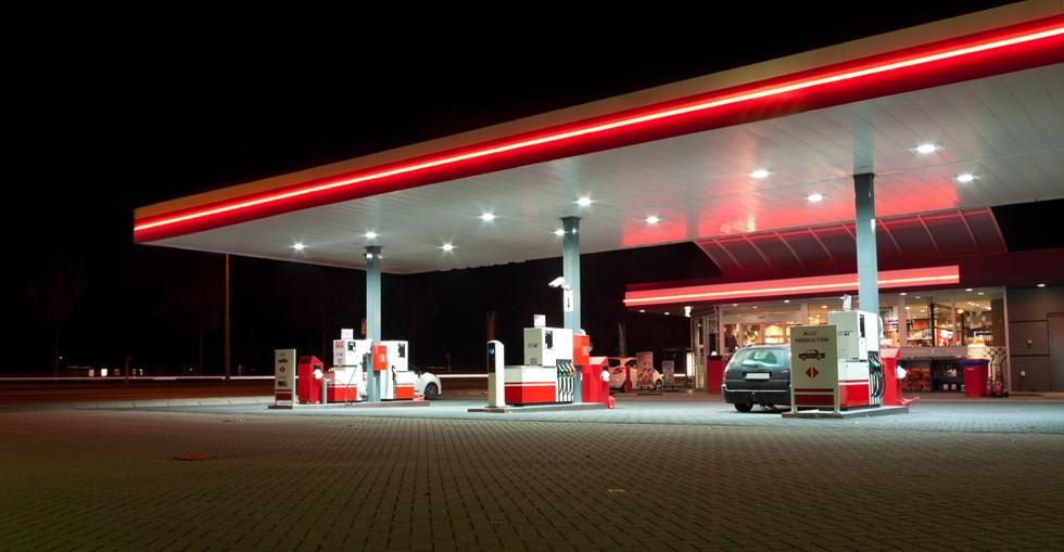 پمپ بنزین در کانادا